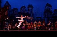 Scène du ballet Don Quichotte, au théâtre Teresa-Carreño de Caracas, en 2013. (définition réelle 2500×1639)